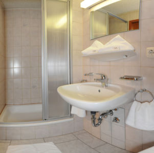 "Appartement ""Birnhorn""  Badezimmer"